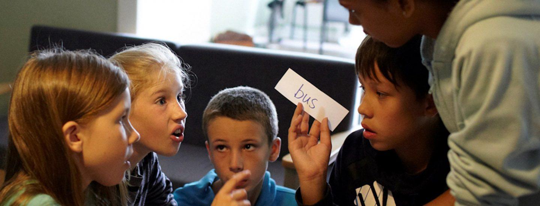 Børn der lærer dansk på et learning center