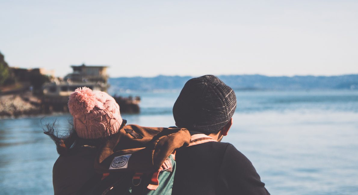 medfølgende partner, par ved sø, danes worldwide